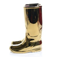 """RAINBOOTS"" IN PORCELAIN. GOLD"